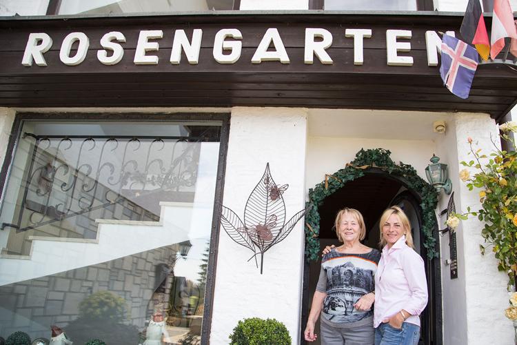Die Gastgeber der Pension Rosengarten in Franking am Holzöstersee heißen Sie herzlich Willkommen.