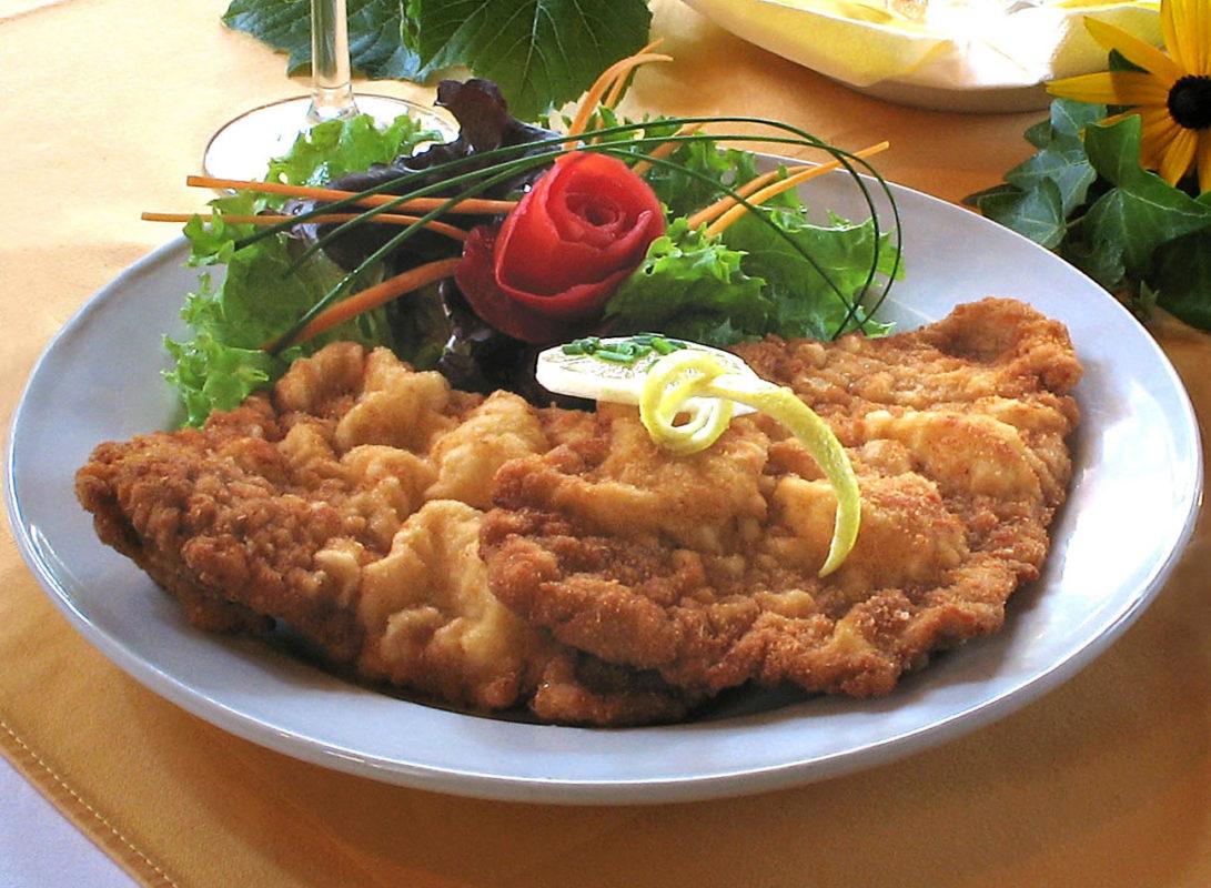 Österreichische Küche rund um die Pension Rosengarten | Wiener Schnitzel