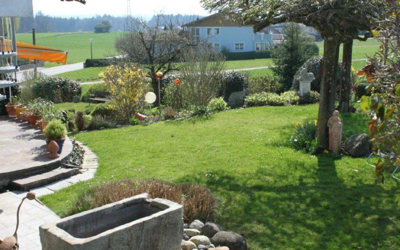Der Garten der Pension Rosengarten in Franking am Holzöstersee - ein Einöd für die Ruhe!
